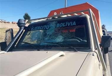 Uno de los vehículos apedreados por contrabandistas