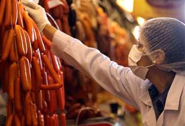 Alcaldía controla la venta de embutidos por San Juan. Foto: J. Ibáñez