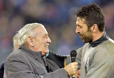 Buffón (der) tiene muchos fans en el fútbol italiano. Foto: AFP