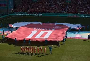 Momento del  homenaje a Eriksen. Foto: AFP