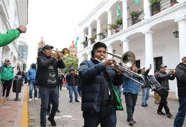 La marcha de los artistas recorrió algunas calles del centro citadino