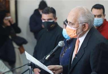 Mesa dio una conferencia de prensa tras concluir su declaración