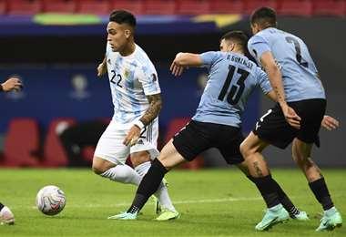 Argentina y Uruguay se enfrentan en Brasilia. Foto: AFP