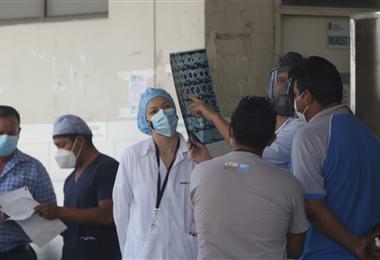 Médicos y autoridades piden asistir a los puntos de vacunación. Foto. Jorge Ibáñez