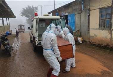 Fallecimiento por covid /Foto referencial / AFP
