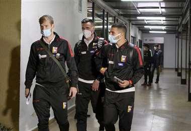 Los jugadores de selección venezolana en el aeropuerto Viru Viru. Foto: APG