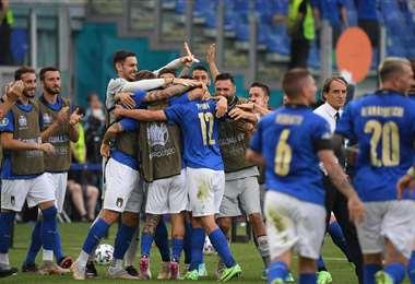 El festejo de Italia tras el gol de Matteo Pessina. Foto: AFP