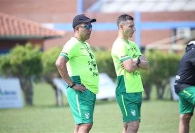 Farías y Escobar (der), miembros del cuerpo técnico de la selección. Foto: internet