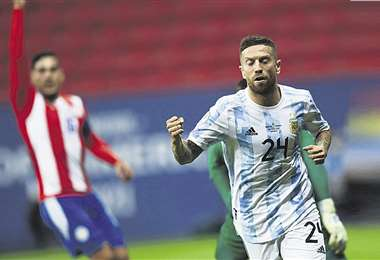 El 'Papu' Gómez festeja su gol, que le dio la victoria a Argentina ante Paraguay