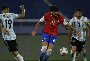 Chile y Argentina ya tienen el boleto para la siguiente fase. Foto: AFP