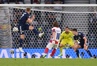 El gol del croata Luka Modric a Escocia. Foto: AFP