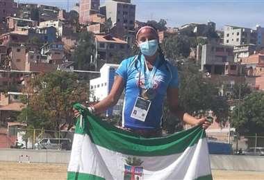 Camila Jiménez, en lo más alto del podio. Foto: Internet
