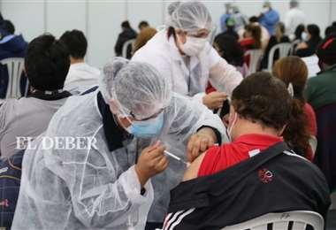 Santa Cruz quiere vacunar a sus mayores de 30 años. Foto Juan Carlos Torrejón