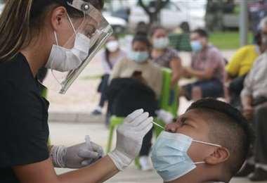 Foto archivo El Deber: los contagios fueron 658 esta miércoles en Santa Cruz.
