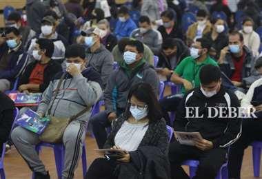 La población acude a los centros de vacunación. Foto: JC. Torrejón