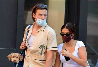 La pareja paseando por las calles de Nueva York