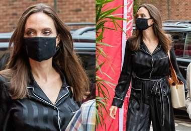 Angelina Jolie fotografiada usando su overol tipo pijama