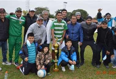 El equipo de Narrí Méndez que volvió a ganar en la Mutual. Foto: Carlos Rivero