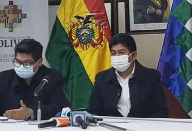Los ministros de Economía y Obras Públicas en conferencia de prensa