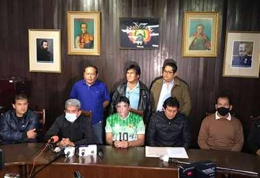 El diputado Rolando Cuéllar ofreció una conferencia de prensa con los exmundialistas