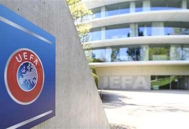 La modificación a la regla fue bastante debatida en la UEFA. Foto: Internet