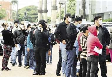 Los jóvenes hicieron filas en el punto habilitado en la universidad Domingo Savio