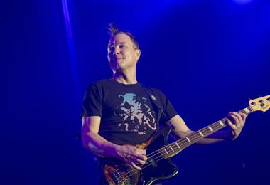 Mark Hoppus en una presentación de Blink 182