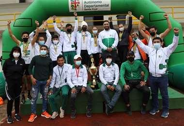 Parte del equipo cruceño que ganó el nacional de atletismo. Foto: FAB