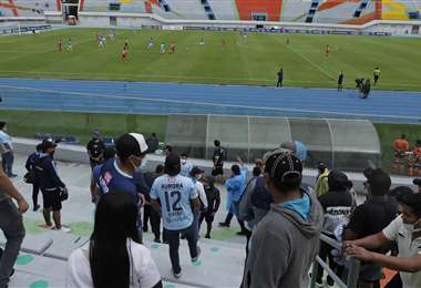 Los hinchas del fútbol tendrán que esperar dos semanas más. Foto: APG Noticias