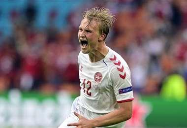 Kasper Dolberg marcó dos goles y fue la figura de Dinamarca. Foto: AFP
