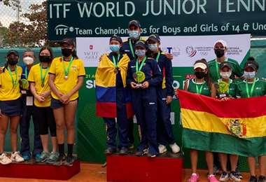 Las bolivianas (dcha.) ocuparon el tercer puesto en Paraguay: Foto: Gabriela Villarroel
