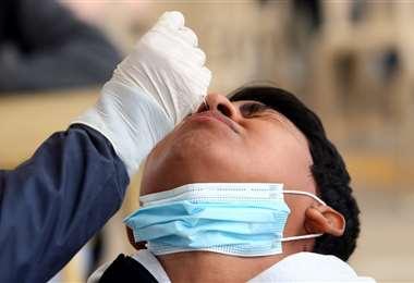 Prueba de antígeno nasal (imagen referencial) Foto: Jorge Ibáñez