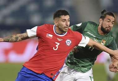 Guillermo Maripán (3), en el partido contra Bolivia por la segunda fecha. Foto: AFP