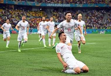 La celebración de los suizos que hicieron historia este lunes en la Eurocopa. Foto. AFP