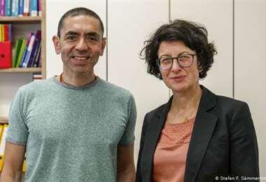 La pareja es fundadora del laboratorio creador de la vacuna Pfizer
