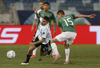 Bolivia y Argentina se enfrentan en Cuiabá. Foto: AFP