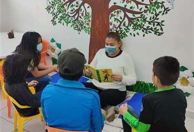 En los barrios cruceños cumplen una activa labor de impulso a la lectura