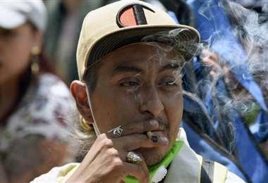 Manifestación frente al Senado mexicano para la despenalización de la marihuana