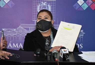 La asambleísta por el MAS durante la presentación de la investigación.