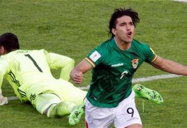 Martins celebra uno de sus goles con la selección.  Foto: internet