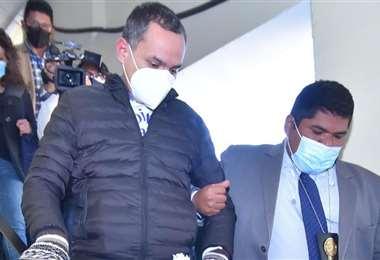 Carlos Schlink es llevado desde la Fiscalía de La Paz (Foto: APG Noticias)