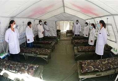 Las camas del hospital móvil en Cochabamba. Foto: Los Tiempos