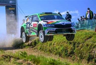 El salto del coche que conduce Marco Bulacia. Foto: MB