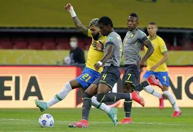 Brasil y Ecuador se miden en Porto Alegre. Foto. AFP
