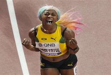 La eufórica Fraser Pryce, campeona del mundo en los 100 metros planos. Foto: internet