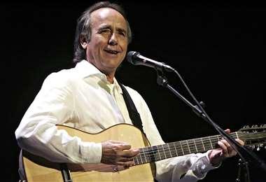 Es uno de las cantautores de mayor prestigio en el mundo hispano