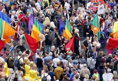 Candidatos peruanos no están de acuerdo con la unión en parejas del mismo sexo