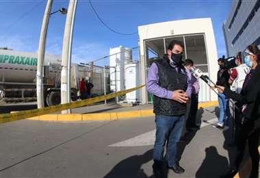 El alcalde de Cochabamba realiza las gestiones para conseguir oxígeno.