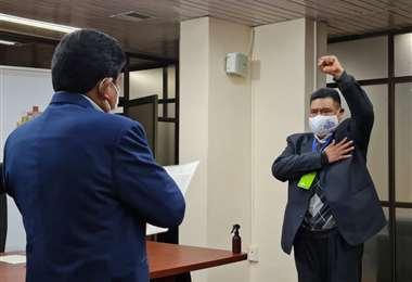 Sergio Choque fue posesionado por Edgar Montaño, ministro de Obras Públicas