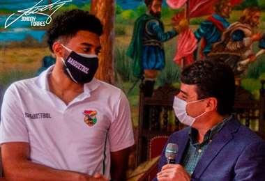 Joshua Reaves fue homenajeado por la alcaldía de Tarija. Foto:  DM